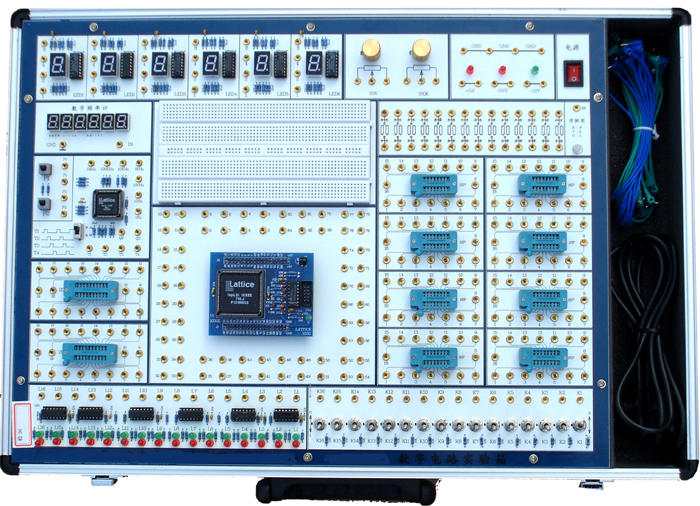 SB-SD2型数字电路实验箱  SB-SD2数字电路实验箱,可以完成高等院校数字电路课程的全部实验,适用于高等院校及各类职业技术学校的电子技术类教学。 一、系统组成 1、电源: 交流输入:220V10% 、50Hz 直流输出:12V/0.3A 、 5V/2A 2、手动单脉冲电路2组:每组可同时输出正负两个脉冲,脉冲幅值为TTL电平。 3、固定频率脉冲源7路,输出均为TTL电平:1Hz、10Hz、100Hz、1KHz、10KHz、 100KHz、1MHz; 4、时序脉冲发生电路及启停控制电路。可产生四